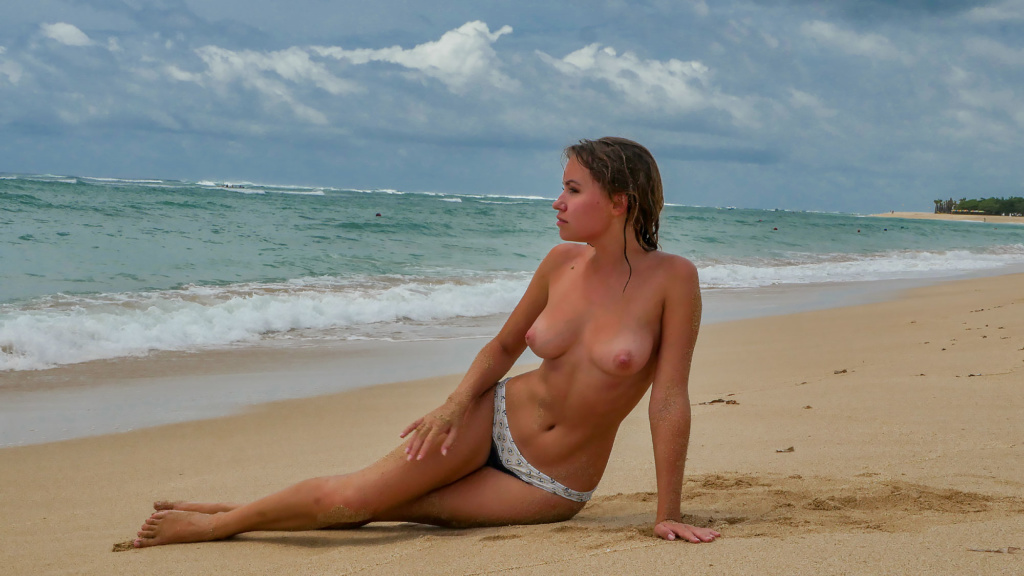Photo of a naked girl on the beach of Bali