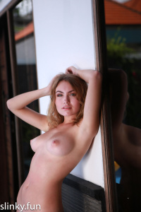 Nicole Ross nude on the villa