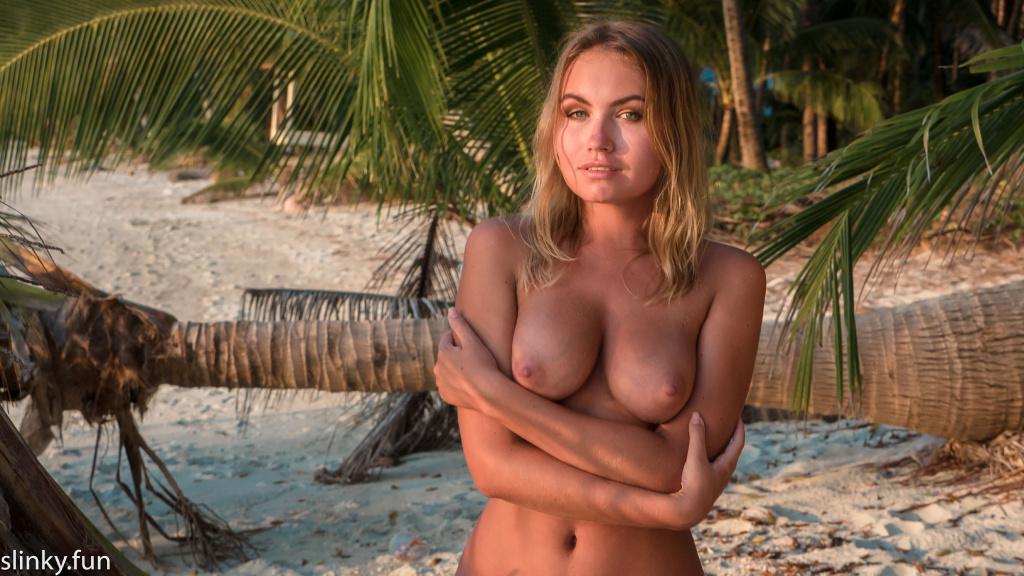 Naked Nicole Ross model