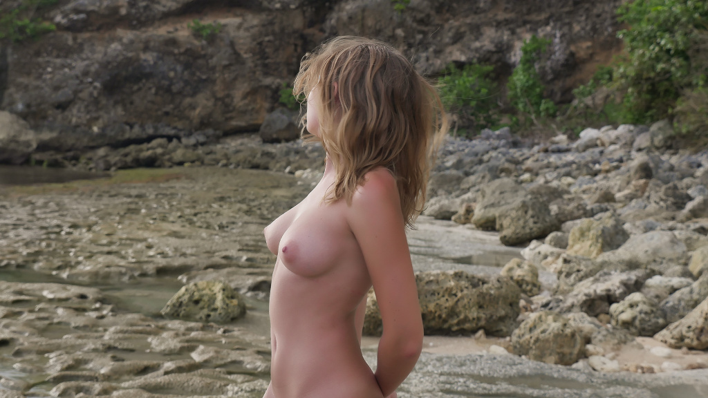 Photo set top model Nicole Ross  nude on the beach