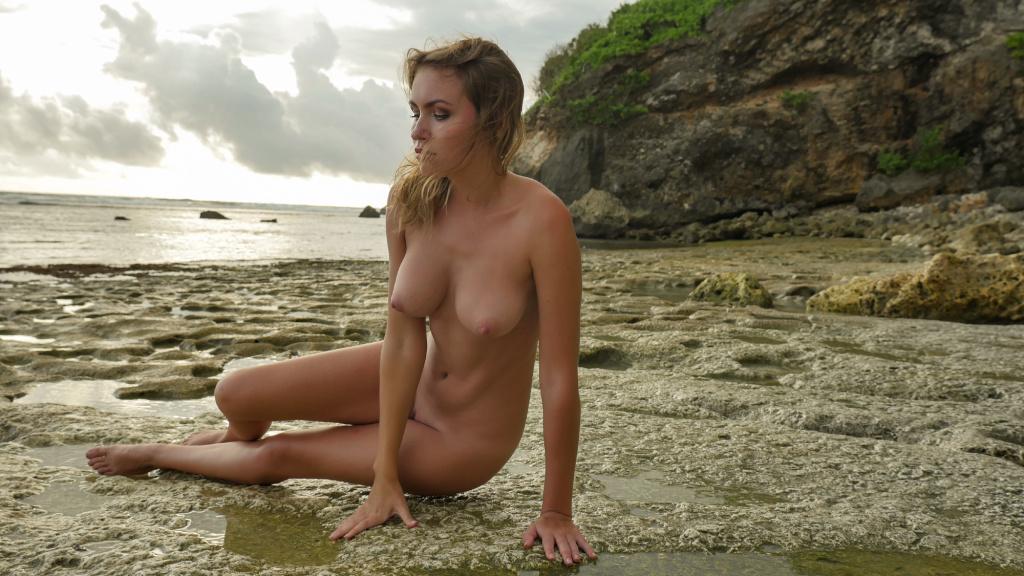 Photo set top model Nicole Ross  nude on the beach