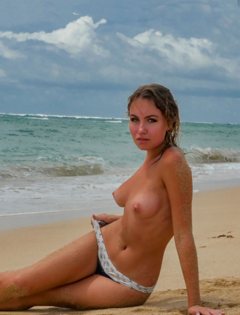 Nicole-ross-model-playboy-nude-beach-photo