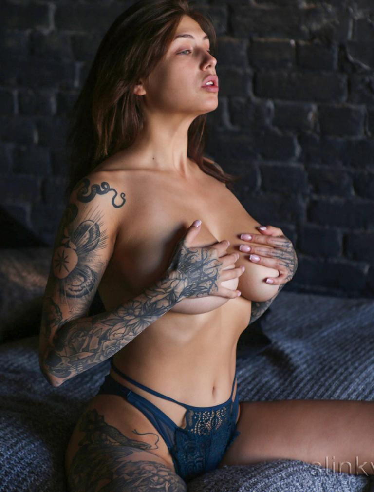Playboy tattoo model nude Zhenya in a photo studio